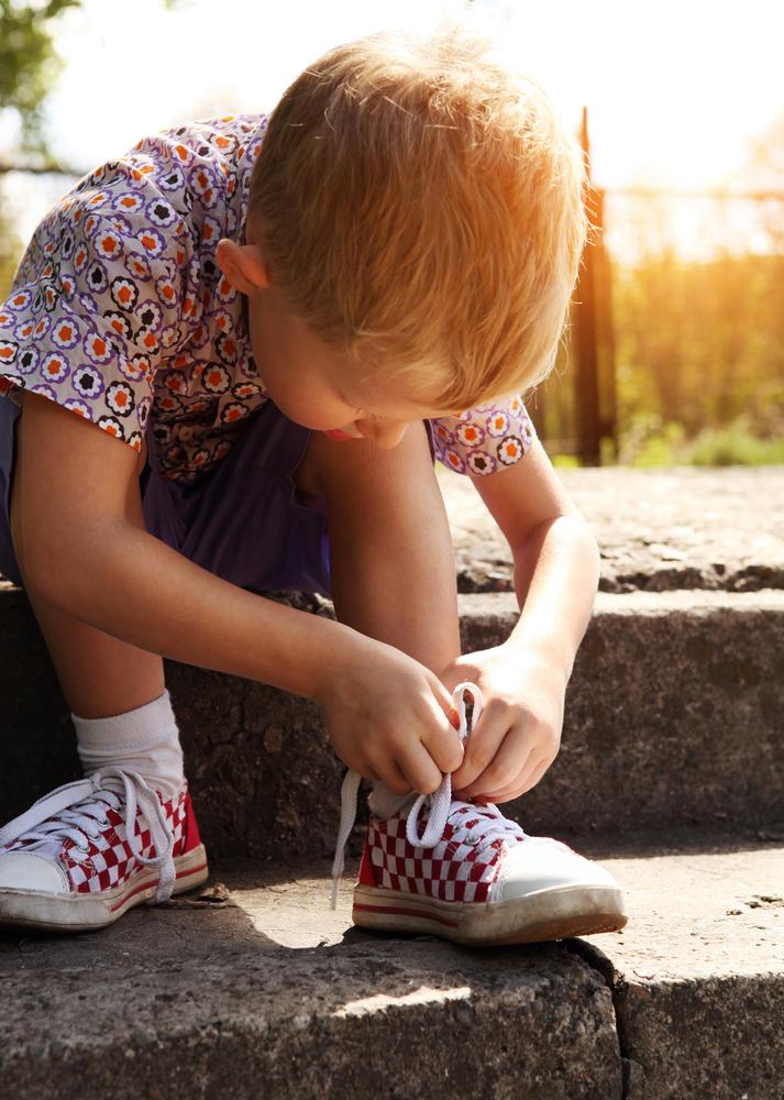 El 'aprendizaje procedural' es el proceso que nos permite llevar a cabo tareas rutinarias sin pensar mucho en ellas, como atarnos los zapatos, cepillarnos los dientes o conducir.
